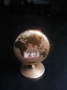 El-Mundo-calendario-De-Escritorio-metal