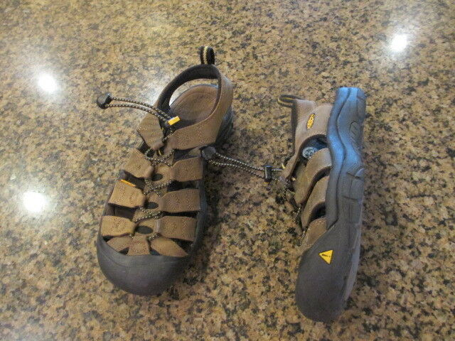 Keen Newport Men's 7.5 brown leather washable trail hiking sandals