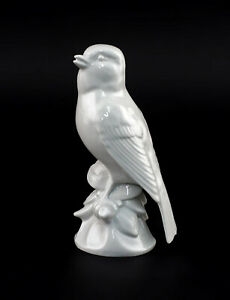9942842-Porcelain-Figurine-Bird-Chaffinch-White-Wagner-amp-Apel-H13cm