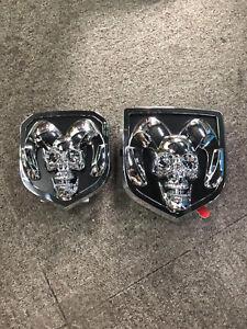 Fuer-Dodge-Ram-1500-2500-Silber-3D-Schaedel-Widder-Kopfgitter-Heckklappe-Emblem