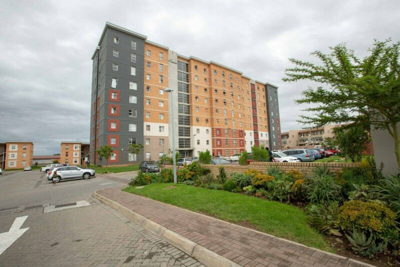 Neat and Central 2 Bedroom apartments, Southernwood