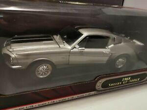 Shelby 1968 GT-500KR 1:18 Diecast Collector's Model Car by Road Signature Rare