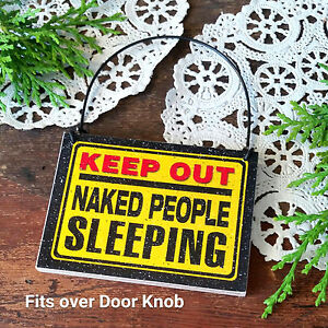 DECO-Mini-Sign-Fits-over-DoorKnob-KEEP-OUT-Naked-People-Sleeping-Gag-New-USA