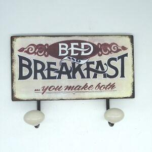 Bed-and-Breakfast-Blechschild-Garderobe-Metall-mit-Porzellanknoepfen-ca-23-x-16cm