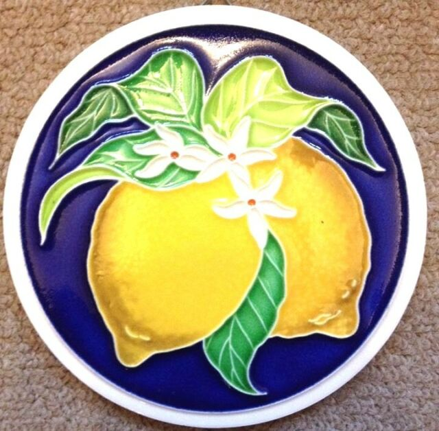 Vietri Pottery-4,3/4 inch Tile with lemon.Made Painted by hand in Italy