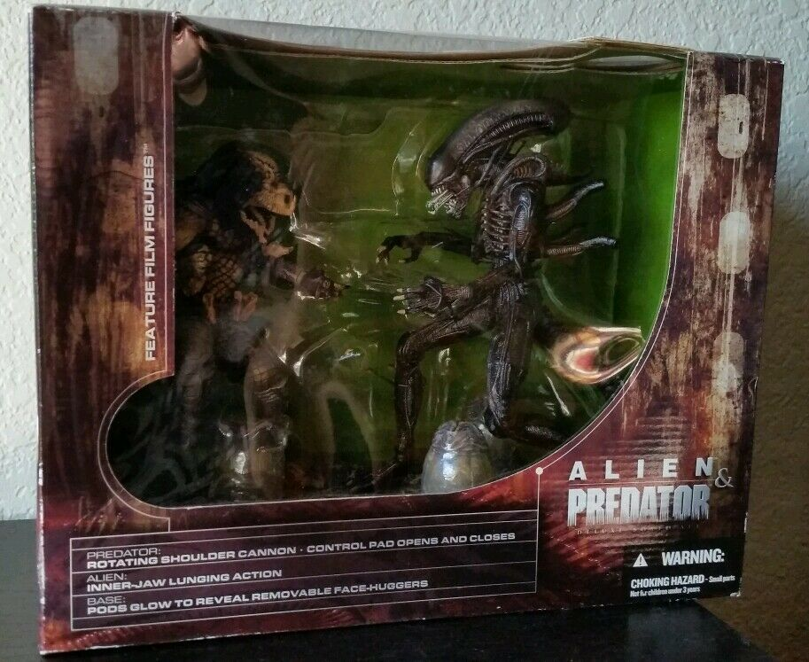 McFarlane Toys Alien and PROTator Deluxe Boxed Set Movie Maniacs 5 New  Sealed