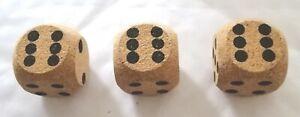 Cork-dice-set-of-3-Des-en-liege