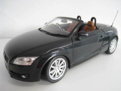 Audi TT Roadster  RHD  2006  in schwarz metallic  Minichamps  1:18  OVP  NEU