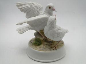 Gorham-Gift-World-China-White-Doves-Music-Box-5-1-4in-figure-hand-painted