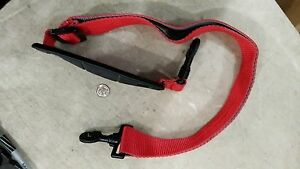 6GG11-RED-NYLON-SHOULDER-STRAP-30-034-48-034-LONG-1-1-2-034-WIDE-WITH-CARABINERS-VGC