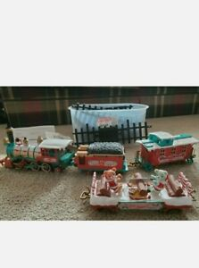 NEW BRIGHT VINTAGE 1986 HOLIDAY CARE BEARS EXPRESS MUSICAL TRAIN & TRACKS