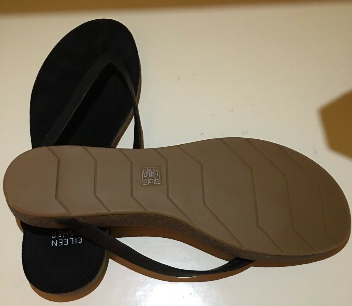 NWOB Eileen Fisher Flip Flops Sandals Black color color color Leather SIze 9.5M 45942b