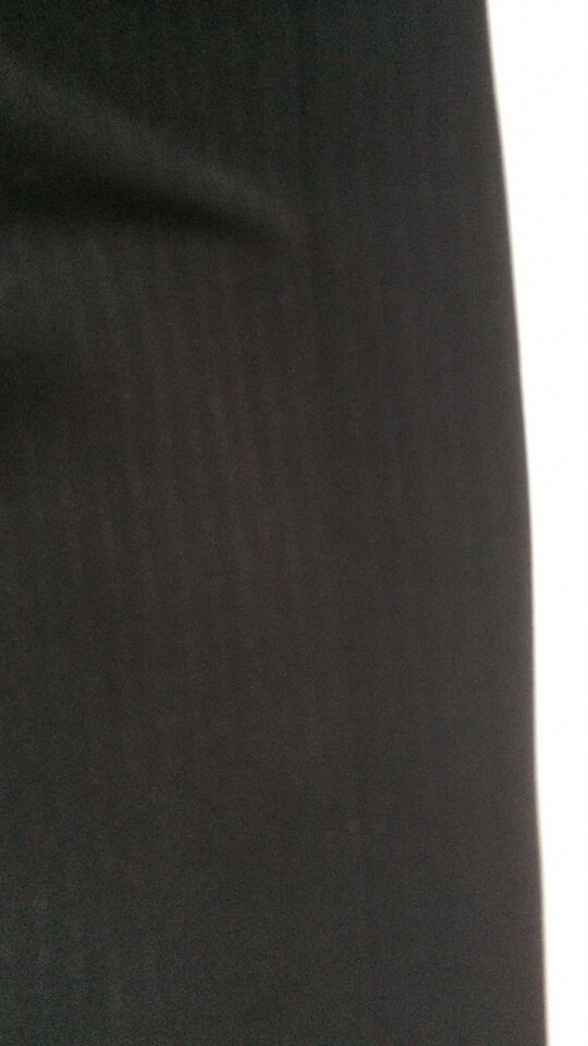 Elegant nederdel med slids, str. 36, US by wienna