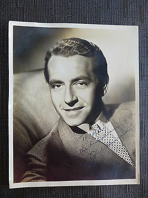 "Entertainment Memorabilia Precise Authentic Paul Henreid Signed 8 X 10"" Matte Photo In Almost Perfect Condition!"