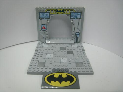 LEGO 10672 Light Bluish Gray Panel New! Base and Slope with Batman Logo
