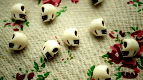 Skull white 20 beads halloween jewellery supplies
