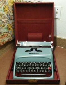 VINTAGE OLIVETTI UNDERWOOD STUDIO 44 TYPEWRITER IN CASE Made in Italy