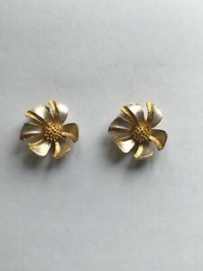 Vintage-Coro-Gold-And-Silver-Tone-Flower-Clip-On-Earrings