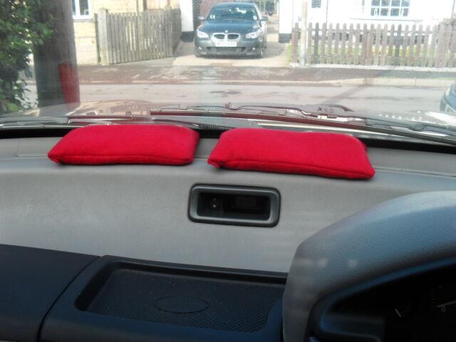 VEHICLE//CAR//HOME REUSABLE DEHUMIDIFIER BAG MOISTURE ABSORBER  2x MEDIUM RED