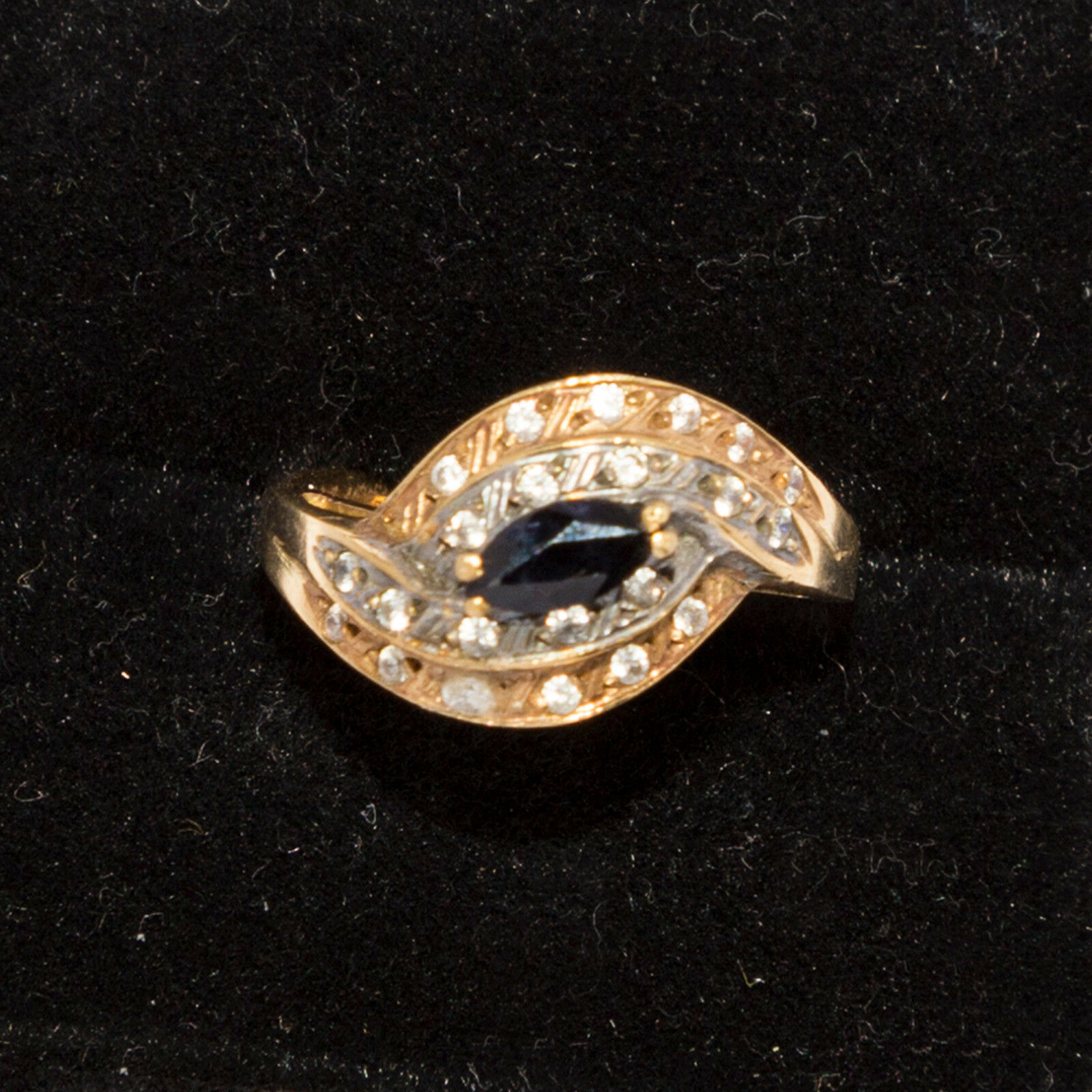 9 ct gold & Sapphire Ring