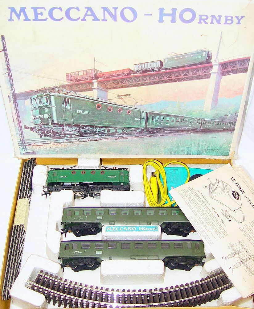 Hornby Meccano France HO SNCF BB 8144 PASSENGER TRAIN & LOCOMOTIVE Gift Set 1965