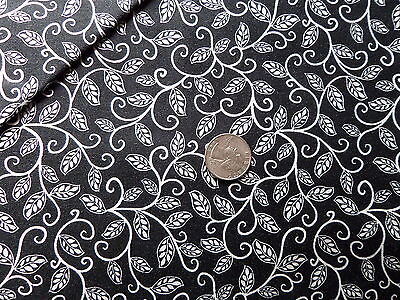TANGLEWOOD BTR6717 White Black Flowers Blank Quilting Fabric by the 1//2 YARD