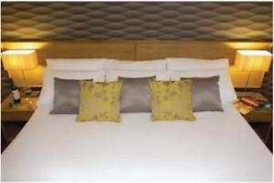 Luxury Savoy Duvet Cover Super King Open White 270x234cm