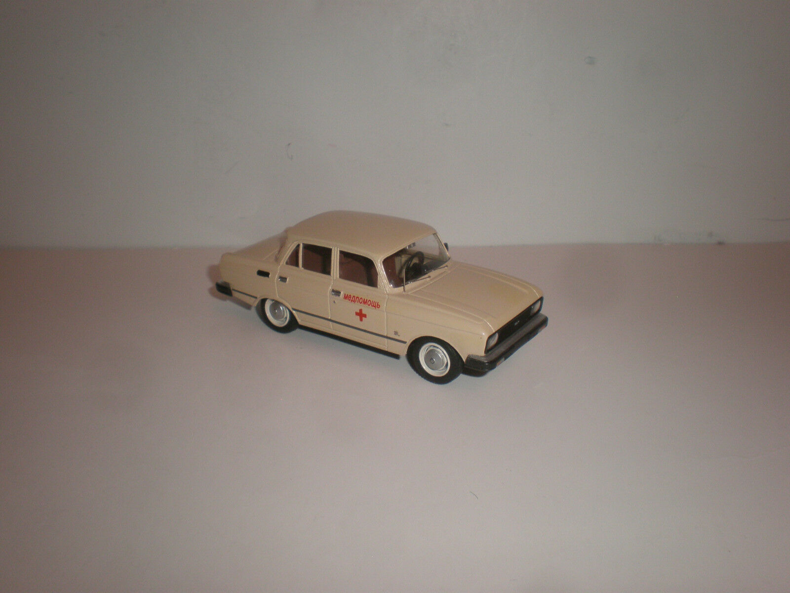 1 43 RUSSIAN MOSKVITCH 2140 SL (LUX)  1980'S Medical service   Handmade