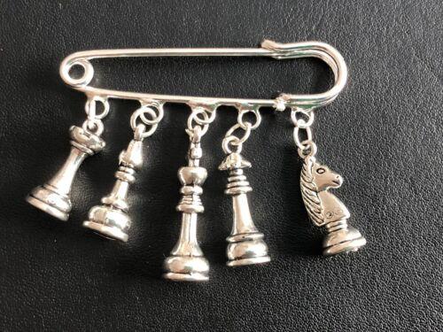 Tono plata encanto del inspirado en el ajedrez Kilt Pin Broche Bufanda Chal Pin En Bolsa De Regalo
