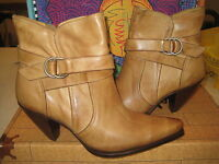 Charlie 1 Horse I4649 Womens Tan Harness Short Ankle Boots Size 10 B