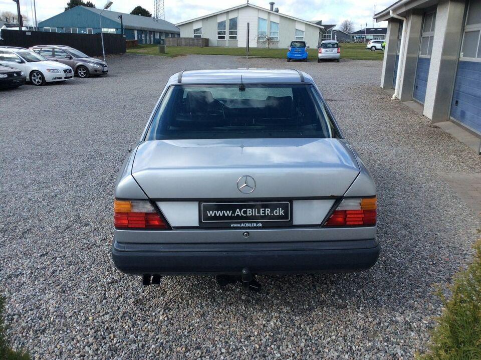 Mercedes 300 E 3,0 aut. Benzin aut. modelår 1986 km 278000