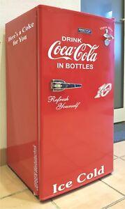 Retro-Kuehlschrank-Aufkleber-Set-Drink-Coca-Cola-Open-Bottle-in-weiss-10-Cent-95L