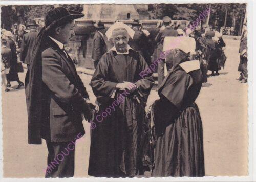 CPSM 56330 PLUVIGNER FOLKLORE COSTUME FEMMES HOMME