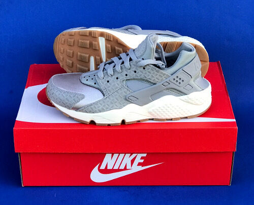 WOMENS NIKE AIR HUARACHE PRM RUNNING SHOES  SIZE 7   WOLF GREY   AIR HUARACHE