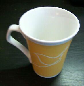 Yellow-Ceramic-Mug-Cup-Wren-Kitchens-Bird-Robin-Pattern-Boxed-Rare-Tea-Coffee