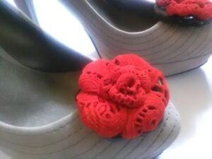 Set 2 pz., Clip rose per scarpe in pelle rossa con effetto pizzo.