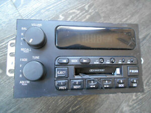 96-03 Buick Skylark Regal Cetury LeSabre AM FM Radio Cassette PN: 16201164