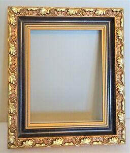 joli-cadre-de-style-ancien-en-bois-dore-decor-feuilles-de-chene