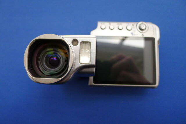 NIKON COOLPIX S4 UNIQUE SWIVEL BODY 10X OPTICAL ZOOM VERY GOOD USED CONDITION