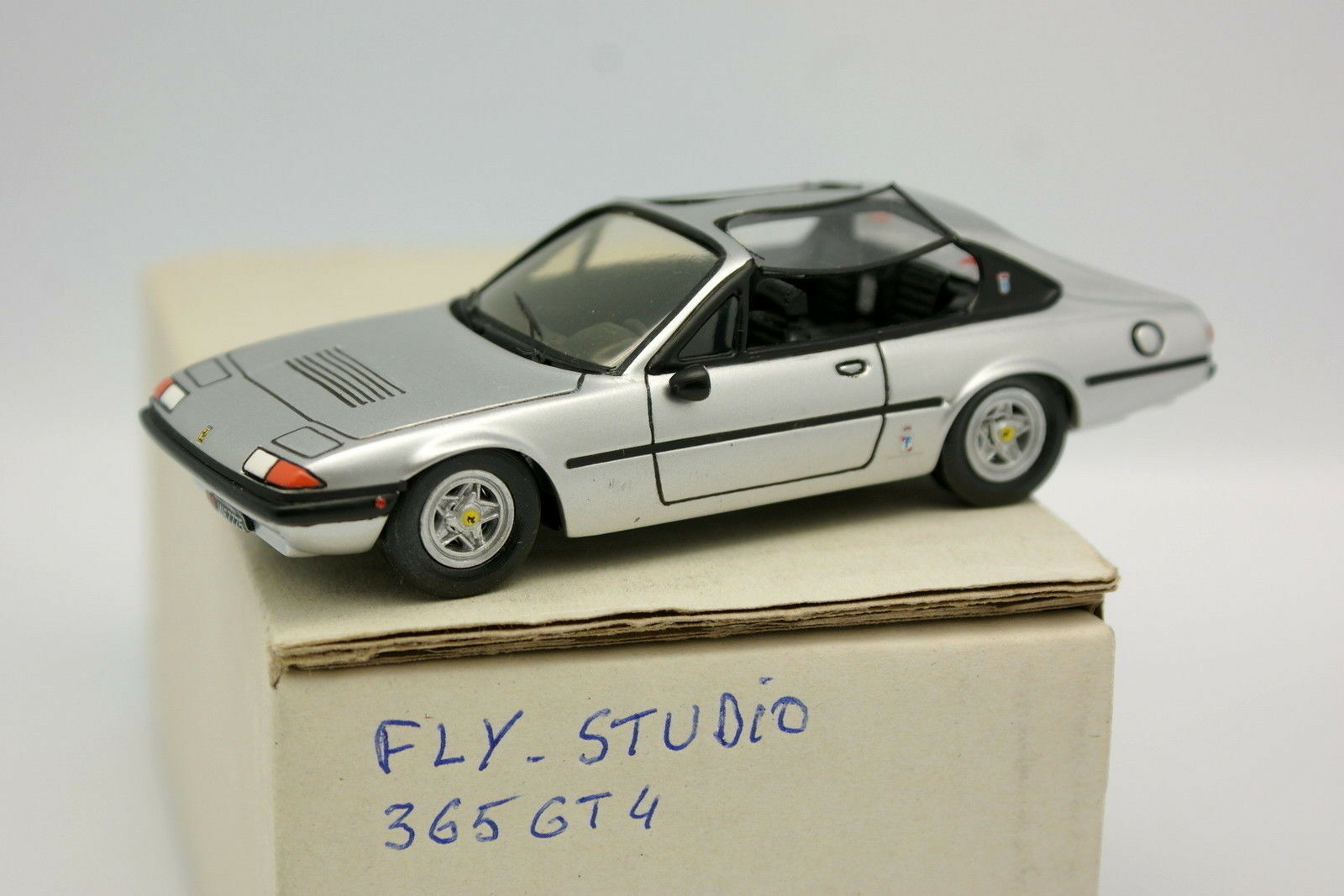 Assembled kit 1 43 - ferrari 365 gt4 2+2 fly studio