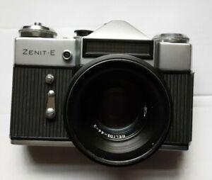 Zenit-E-35mm-SLR-Film-Camera-ca-1976-with-original-carry-case