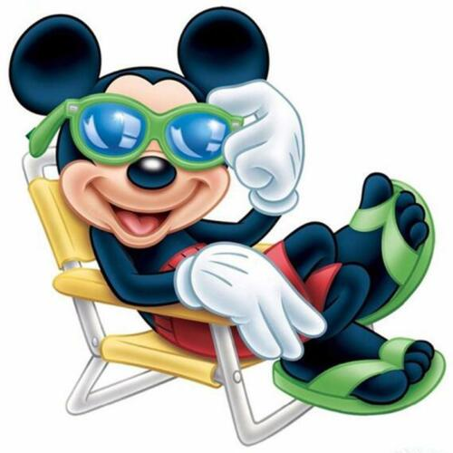 5D Diamond Painting Mickey Mouse Sun Bathing Kit