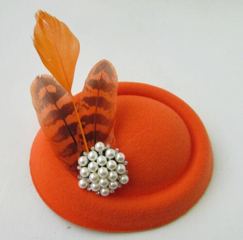 Orange ivoire plume perle pilulier chapeau fascinator coiffe 1940s courses vtg B66
