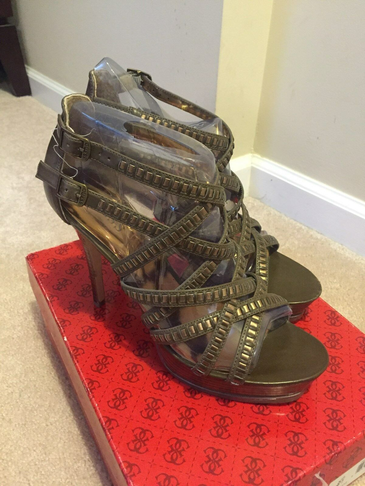 New In Box Guess  Tahiran  gun metal strappy heels Taille 8.5M - SO HOT  MUST SEE