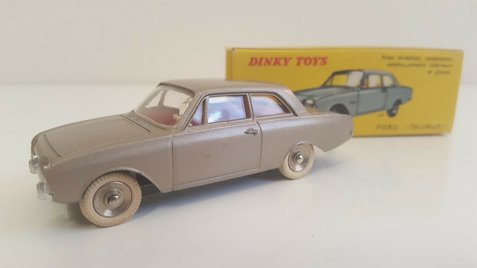 Dinky toys - 559-ford taunus in B.O. (tires ribbed, anodized chassis) vn mib