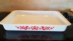 Pyrex Friendship Red Bird Lasagna Milk Glass Baking Pan 933 13.5x8.75x1.75