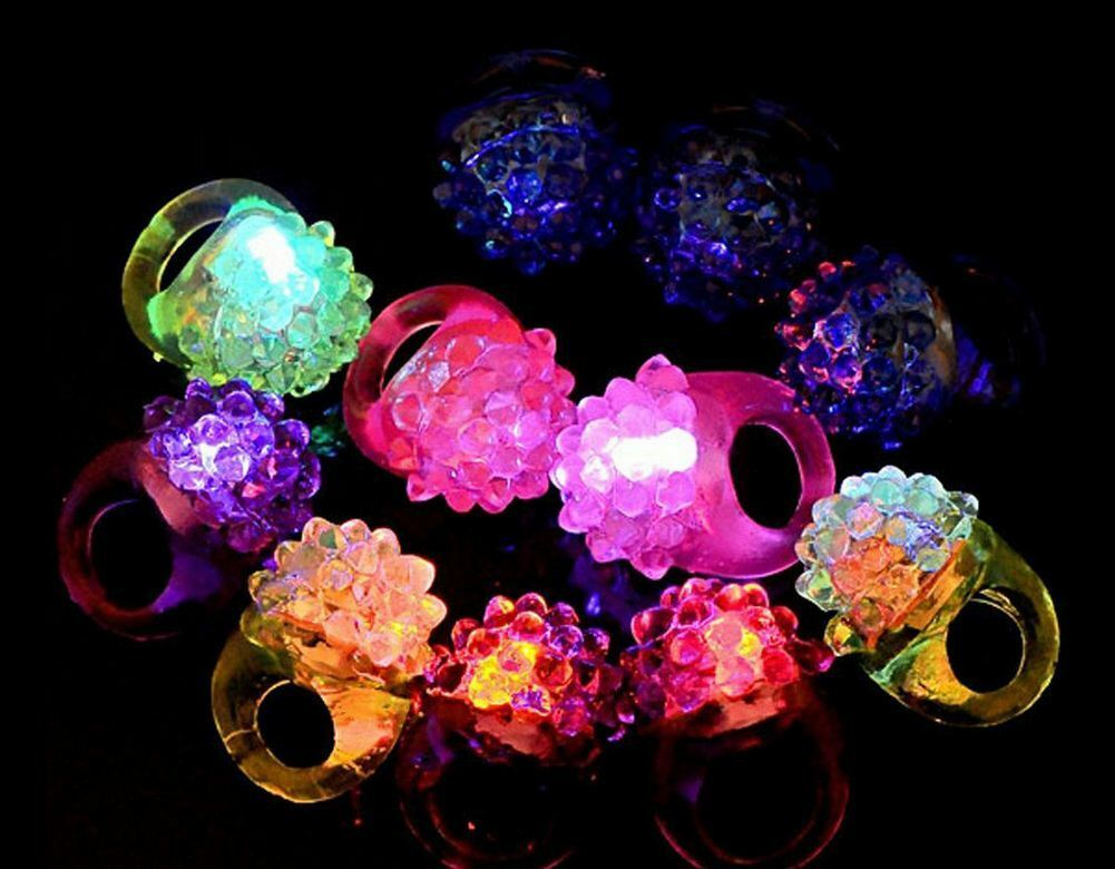 200 LED FLASHING Farbe LIGHT UP BUMPY RINGS RAVES PARTY JELLY RING favor