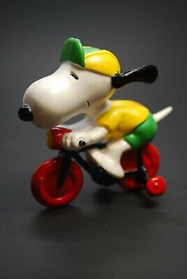 Vitnage Peanuts SNOOPY ON BIKE BICYCLE W// TRAINING WHEELS PVC FIGURE