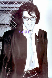 ELVIS-PRESLEY-AT-DENVER-POLICE-HEADQUARTER-11-17-70-PHOTO-CANDID-1