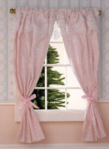 Rotaia Per Le Tende.Dolls House Miniature 1 12th Scale Pretty Curtains On Rail Ebay